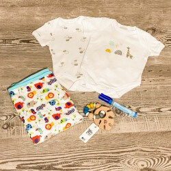 Baby Gift Box - Unisex - 3-6 or 6-9 Months